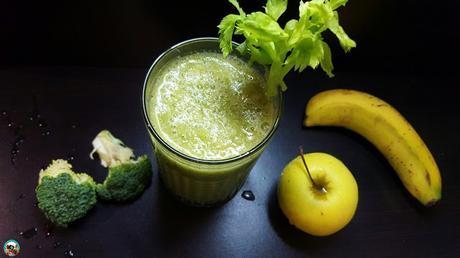Smoothies de manzana con apio y kiwi