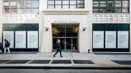 Esta marca ha instalado vallas personalizadas para llegar a los directores creativos de las agencias de Nueva York