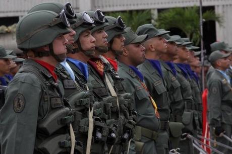Maduro anuncia ejercicios militares dice Venezuela aceptará