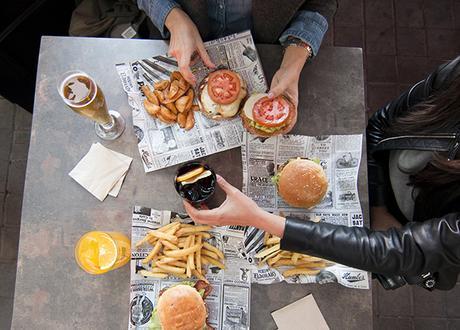 Una de las mejores hamburguesas de Madrid está en Santo Pecado...¡palabrita!