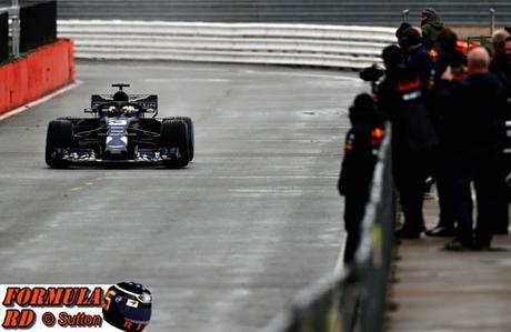 Daniel Ricciardo prueba el RB14 en un Filming Day en Silverstone | 1eros KM