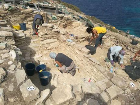 Encuentran sofisticada ingeniería y trabajo en metal bajo la antigua 'pirámide' griega