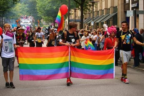 Adolescentes LGBT: en mayor riesgo de suicidio, según estudio