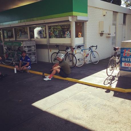 Los calambres, eterno problema que preocupa a los ciclistas, pero ¿qué lo provoca? y ¿cómo evitarlos?
