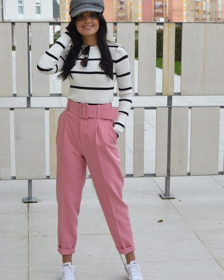 jersey navi Pantalon rosa zapatillas blancas