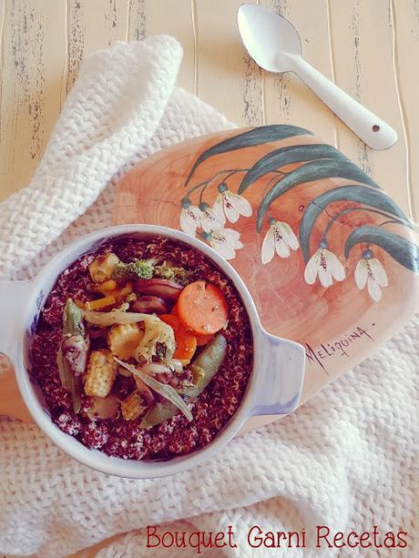 Salteado de quinua roja y vegetales
