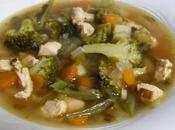 Sopa cebolla verduras, cilantro pollo
