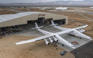 El avión más grande del mundo está cerca de poder volar: así es el Stratolaunch