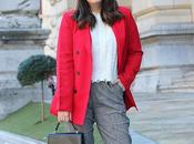 Outfit americana roja pantalones grises