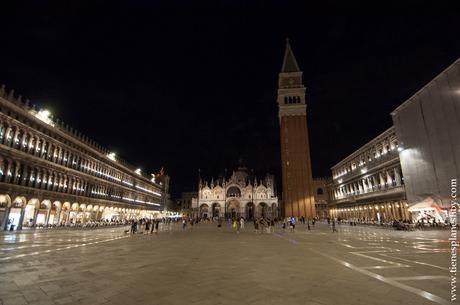 Venecia Plaza San Marcos noche viaje Italia
