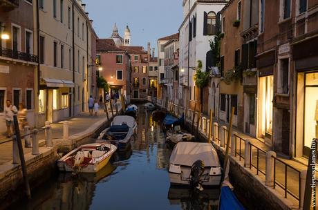 Dorsoduro sestiere noche Venecia Italia viaje