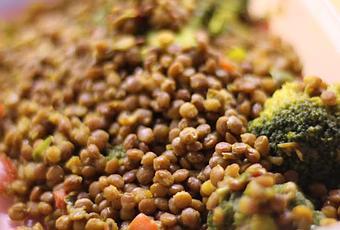 Lentejas con br coli al curry paperblog for Cocinar lentejas de bote