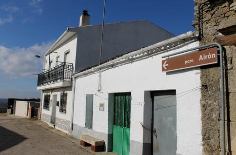 Indicación del Pozo Airón en Pereña de la Ribera
