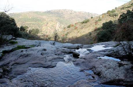 El Pozo Airón y al fondo Portugal y el río Duero encajonado