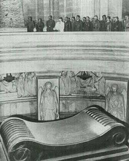 Hitler visita la tumba de Napoleón Bonaparte