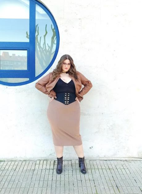 Pencil midi skirt & Body ~ Fashion nova curve