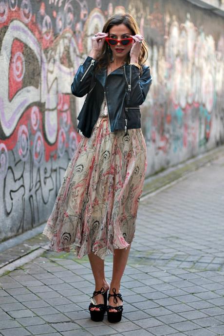 blusa y falda de primavera con biker