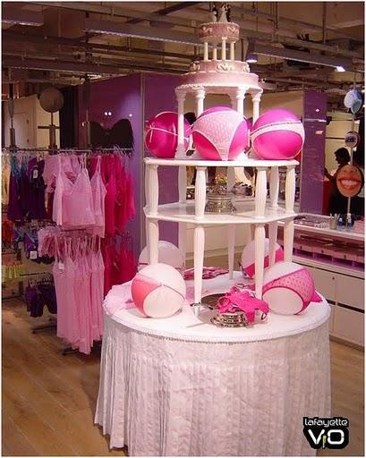 Idea para decorar una tienda de lencería.