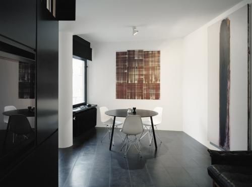 Inspiraci n un apartamento minimalista en negro paperblog for Disenos de departamentos minimalistas