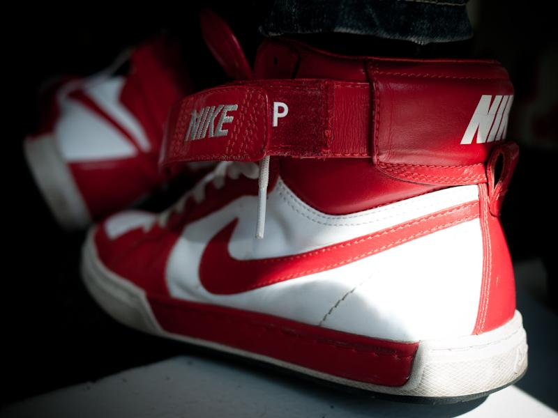 Carolina y sus Nike Air Flytop Premium QS red/white