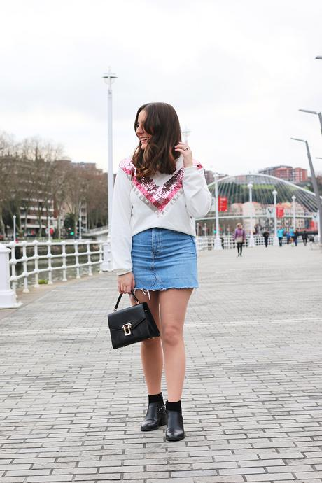 Outfit con jersey de lentejuelas para primavera