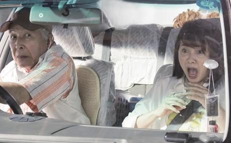 Verano de una familia de Tokio, el abuelo peligroso ante el volante
