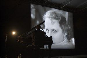 Una nueva banda sonora, el piano de Einaudi...