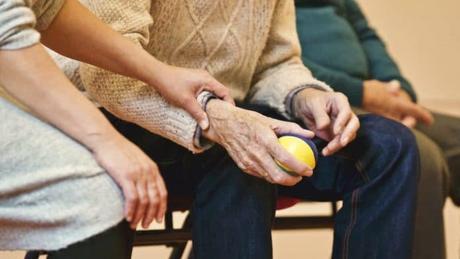 Ibuprofeno podría detener el desarrollo del Alzheimer, según estudio