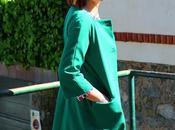 looks estampado geométrico abrigo verde