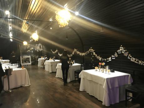 Vista del salón de la celebración esperando a sus invitados