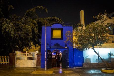 Delfus Bar: Templo azul del rock clásico