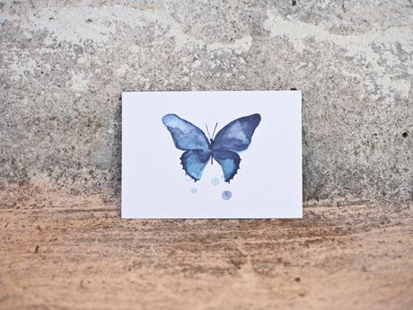 Postal impresa con mariposa azul