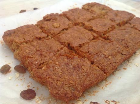 oats-squares-with-raisins-and-honey, cuadrados-de-avena-pasas-y-miel