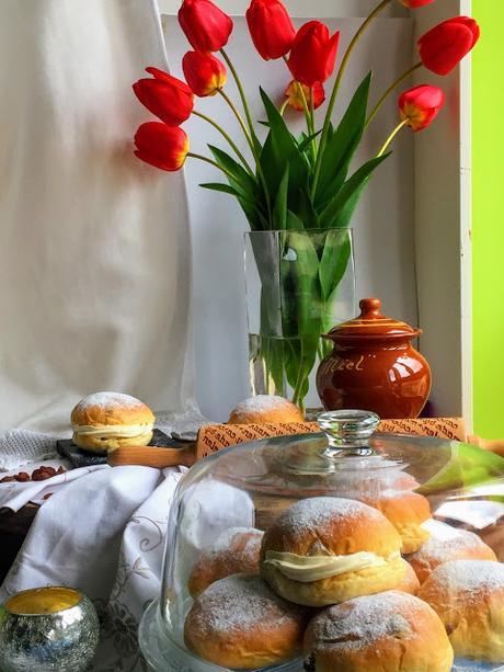 honey-and-raisins-buns, bollos-de-miel-y-pasas, honey-cream, crema-de-miel