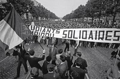 Gran manifestación por los Campos Elíseos.
