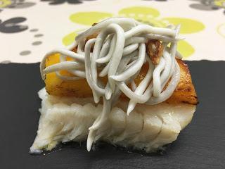 Pintxo de bacalao con mango y gulas