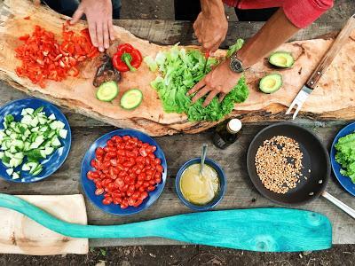 Preparando ingredientes para cocinar