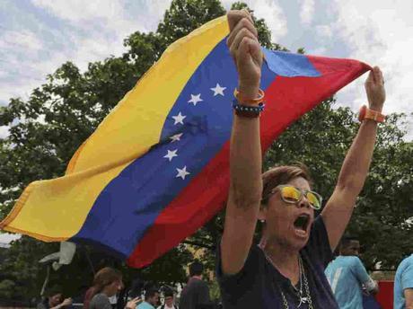 El presidente Trump aprueba nuevas sanciones contra Venezuela