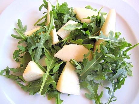 Recetas saludables : Ensalada detox de pera , pasas y rúcula