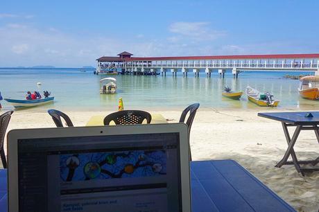 Bonita oficina, ¿verdad? Es lo que tiene ser nómada digital. O eso dicen...
