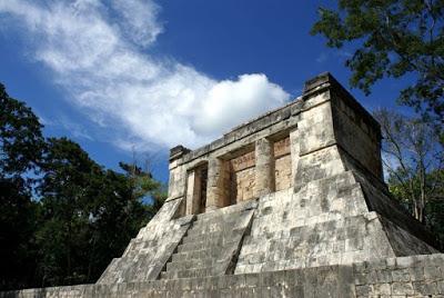 Palco de autoridades de la pista de pok-ta-pok de Chichén Itzá