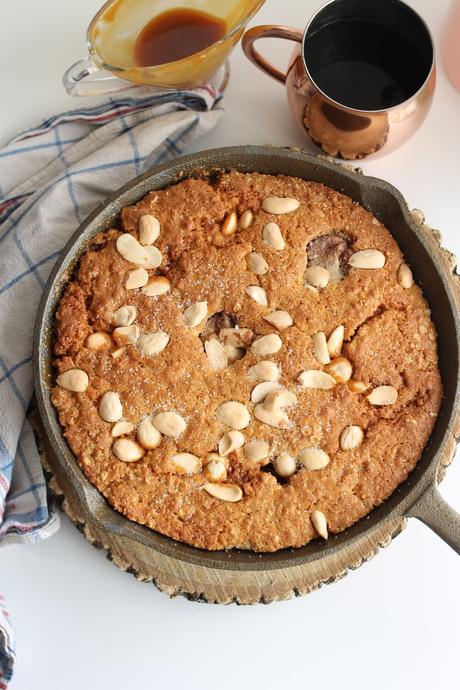 Cookie gigante vegano de almendras y avena