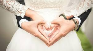 ¿Por qué se usa el anillo de bodas en el cuarto dedo?