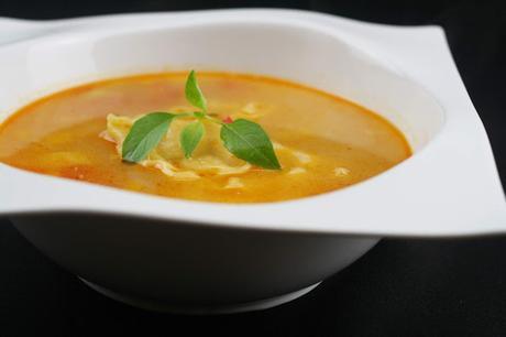 Sopa de Verduras a la Albahaca con Dumplings de Pollo