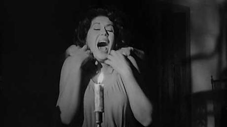 Ana Bertha Lepe en una escena de El Beso de Ultratumba