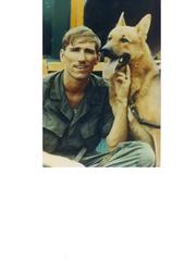 Jim Wachtendonk, un cuidador de perros de Wisconsin Vietnam, con