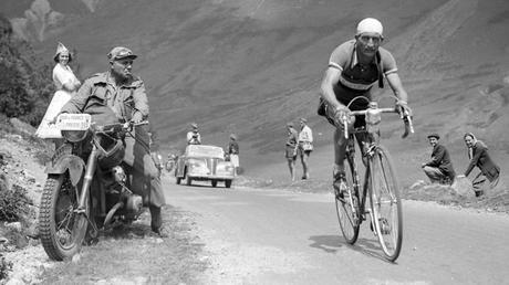 El ciclismo, escaparate de la propaganda nacionalista