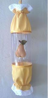 Haz un hermoso porta bolsas para la cocina reciclando botellas