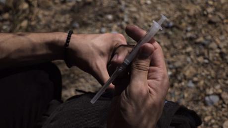 Por qué los consumidores de drogas prefieren heroína en casa pero cocaína cuando están fuera