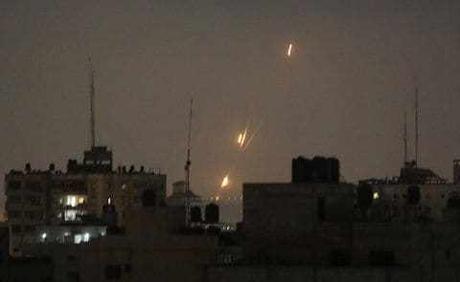 Los gobernantes de Hamas de Gaza dicen que se alcanzó un alto el fuego con Israel